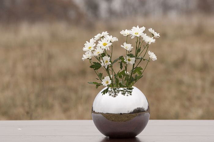 Sfera cremation urns, farewell ceremony flowers